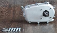 Понижающий редуктор с центробежным сцеплением вал