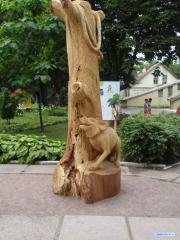 Garden jewelry, wooden garden sculpture