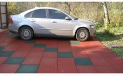 Rubber floor covering for garage