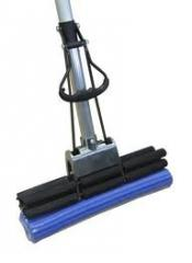 Mop with an extraction (blue), wooden