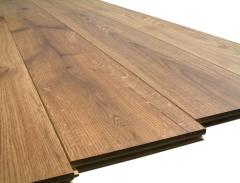 The massive board oak with a facet and