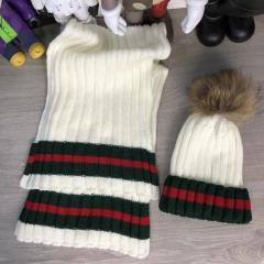 Gucci Winter Hat Knitted Pompon and Scarf...