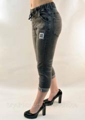 Бриджи женские джинсовые с подворотом в сером