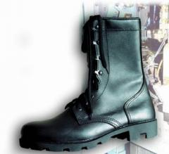 Boots with high berets of Delta N