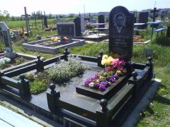 Надгробия из гранита. Памятники