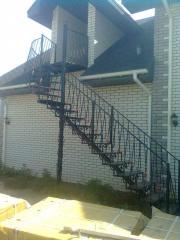 Лестница металлическая с элементами художественной