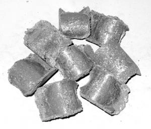 Briquetting of secondary raw materials for steel
