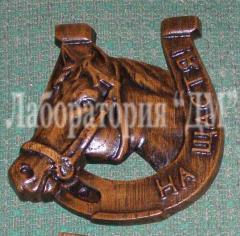 Exclusive carved souvenirs from a natural tree,