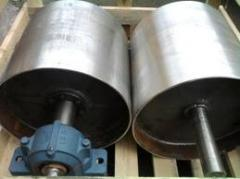 Rollers of conveyors and other details of cars and