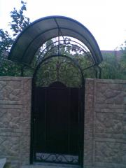 Shod hood on gate