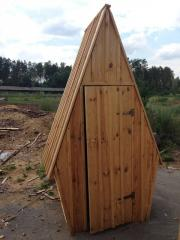 Туалет деревянный шлифованный двухскатный
