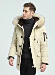 Модная мужская куртка с капюшоном на белом...