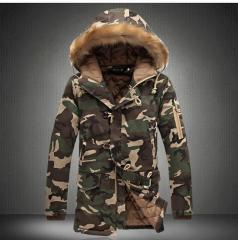 Армейская, зимняя куртка для мужчин с меховым воротником.
