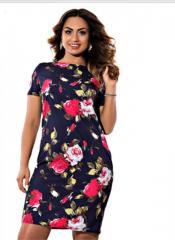 . Модное платье с цветочным принтомбольших размеров.