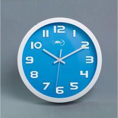 Кварцевые настенные часы для декора дома.