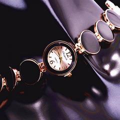 Благородные, модные кварцевые наручные часы-браслет (Relojes) для дамы.