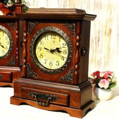 Деревянные цифровые настольные часы с ящиком для хранение.