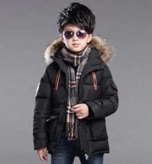 Зимняя куртка для мальчиков с капюшоном.