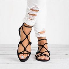 Женские сандалии-гладиаторы на плоской подошве.