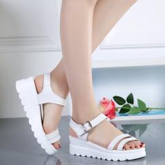Женские пляжные сандалии из натуральной кожи...