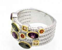 Женское стильное кольцо с красивым дизайном с камнями.