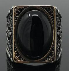 Винтажное мужское кольцо с большим черным камнем впанкстиле