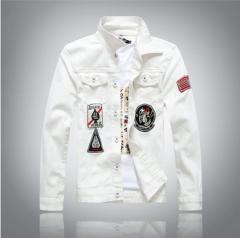 Белая мужская джинсовая куртка в стиле хип-хоп