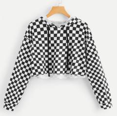Женский пуловер с принтом в клеточку