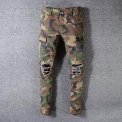 Модные мужские джинсы в камуфляжном стиле