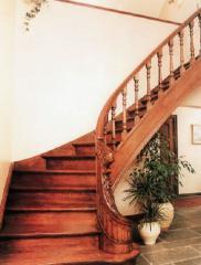 Лестницы для коттеджей деревянные