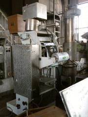 The automatic machine packing for bottling milk in