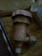 Клапан латунный угловой ручной ДУ 10