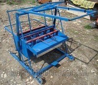 Vibrating press for production of slag stones,