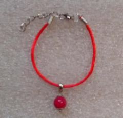 Красная нить оберег натуральный камень Турмалин 10