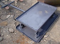 The vibrating plate for laying of paving slabs
