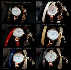 Женские часы браслет с украшением.