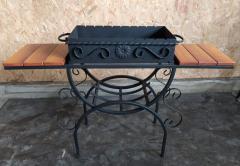 Мангал кованый со столиками и съемной...