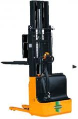 Electric stackers self-propelled 1000-1500 kg with