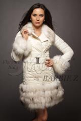 Кожаное пальто с мехом енота и отделкой из