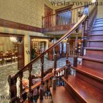 """Лестницы деревянные """"С забегающими"""