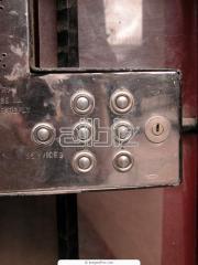 Doors are burglar retardan