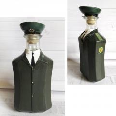 Стилизованная бутылка - офицер погранвойск СССР
