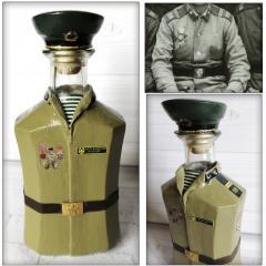 Декор бутылки в форме рядового погранвойск СССР по