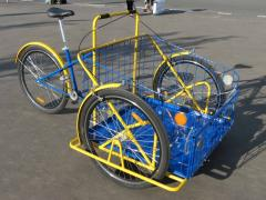 Cargo bike with a standard fixture of the front