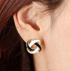 Женские серьги гвоздики Сережки с эмалью белого и
