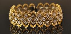 Изысканные украшение из золота.