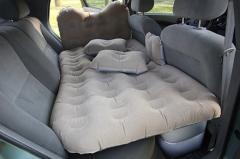 Надувной матрас с насосом в машину на заднее сидение с насосом