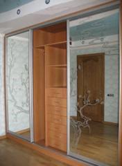 Шкаф-купе зеркальный для комнаты