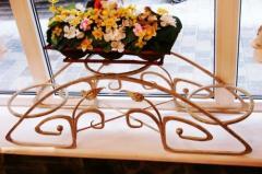 Кованая подставка для цветов.