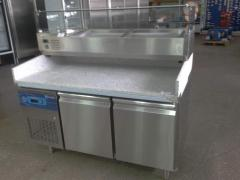 Table refrigerating for pizza, with a granite